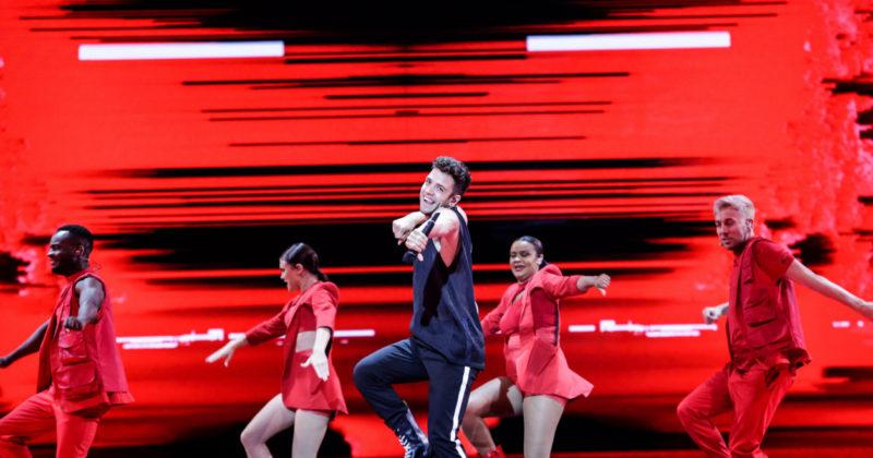 שוויץ בחזרה שנייה: לוקה האני על הבמה
