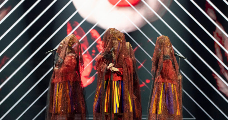 פולין בחזרה ראשונה: Tulia על הבמה