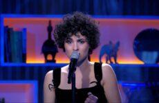 """צרפת: שוחררה גרסה אקוסטית לשיר """"Voilà"""""""