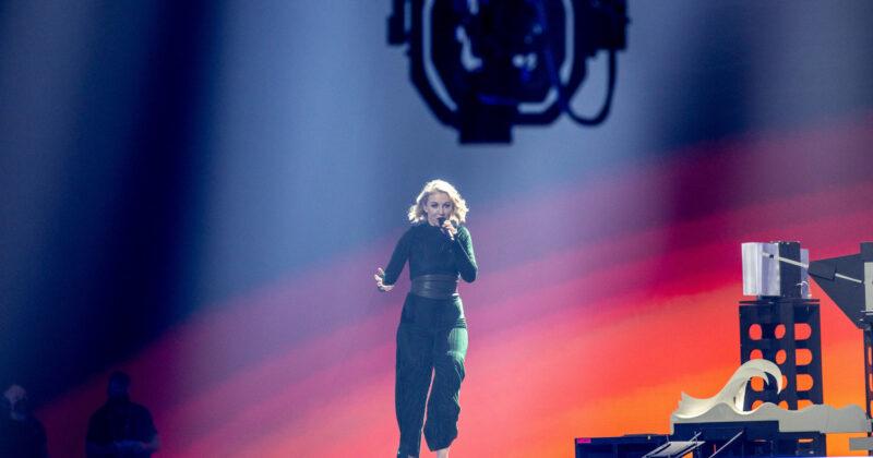 אירלנד בחזרה שנייה: לסלי רוי על הבמה