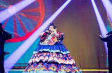 רוסיה בחזרה ראשונה: מניז'ה על הבמה
