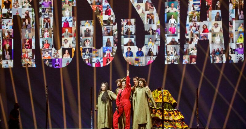 רוסיה בחזרה שנייה: מניז'ה על הבמה